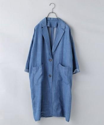 この春のアウターとして注目が集まっている「デニムコート」。ラフに羽織れるカジュアルさと、凛々しさを併せ持つデイリーに活躍してくれるアイテムです。