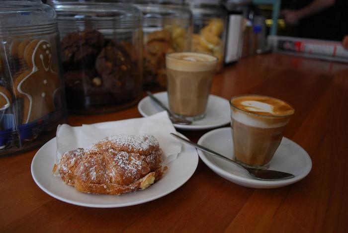 近くのカフェでコーヒー片手にリラックスしても◎