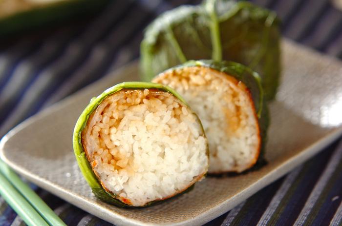 こちらは野沢菜の緑が美しいおにぎり。野沢菜巻きは人気のおにぎりのひとつですが、これはさらにすごい。というのも中に豚肉が巻いてあるから。お肉の甘辛さと野沢菜の味がとってもよく合うんですよね☆