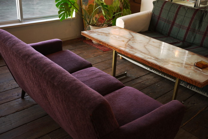 広々とした店内には、ゆったりとしたソファ席も。ついつい時間が経つのを忘れて長居してしまいそうな居心地のよさ。