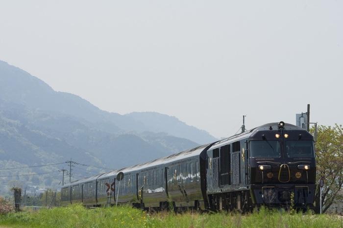 車窓を流れゆく素晴らしい眺望と、まるでレストランのようなレベルの高い食事。電車に乗ること自体が目的になるような魅力的な「観光列車」が日本にはたくさんあります。列車の贅沢は、新しい旅のスタイル♪さあ、心豊かな列車旅へ。全国の人気の観光列車をご紹介します。
