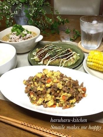 豚ひき肉や野菜のみじん切りと一緒に、納豆をフライパンで卵を加えながら炒めます♪お子様にも喜ばれそうですね。