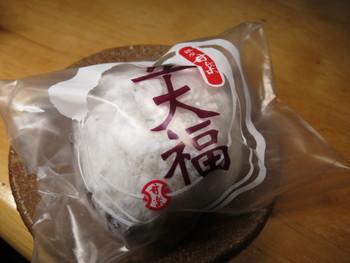 北海道は契約農家の小豆を使用した豆大福。 ほっとする、裏切らない美味しさです。