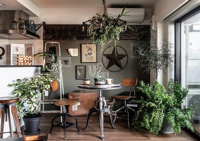 『グリーンフィンガーズ』は、プラントアーティストの川本諭さんが手掛けるお店です。 ただの飾りとしてのグリーンではなく、グリーン本来の自然美と経年変化を魅せる、独特のスタイリングで人気のお店です。