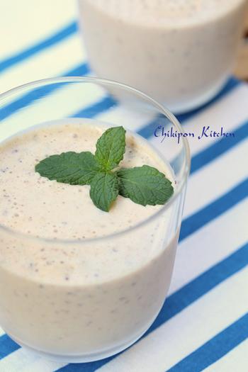 プルーンを漬けておいたヨーグルト豆乳をプラスして。さっぱりと飲みやすく、妊婦さんにもおすすめです。