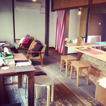 オシャレで女性一人でも入りやすいカフェ&バーchamは、京都のオムライス店と言えば必ず名前が挙がる人気店です。