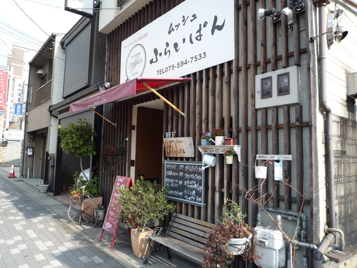 京都の有名洋食店として必ず名前が挙がるお店です。洋食全般が有名ですが、オムライスももちろんおいしいんですよ!