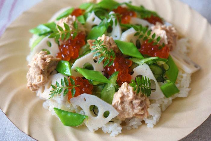 簡単なのに満足感もある、本格ツナマヨちらし寿司。いくらなど具だくさんで、大人も子供も喜ぶメニューです。