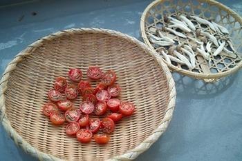 お弁当に入れた後で余ったりするプチトマト。塩をふって水分を拭き取り、干した後で…