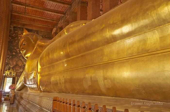 寝ている、黄金の巨大な仏様(寝釈迦仏)がいる寺院です。 おそらくTVで見たことがある方も多いかもしれませんね。