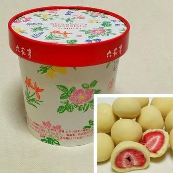 ●ストロベリーチョコ バターサンドに次ぐ大人気お土産。最近は他のメーカーからも似た風貌のお菓子が出てますが、やっぱり本家は味わいが全然違います!フリーズドライのいちごには、厳選した完熟苺のみを使用しています。