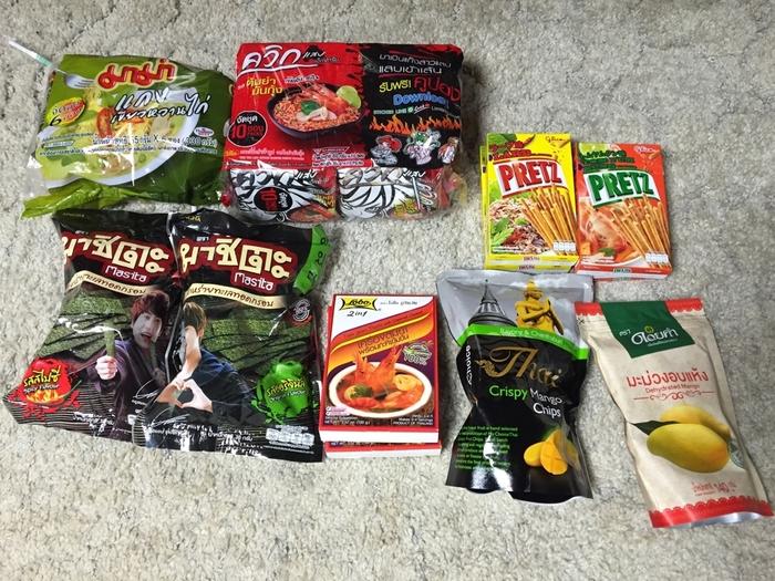 タイのスーパーやモールに行ったら必ず販売されているレトルト。  タイカレーやトムヤムクン、カオマンガイの素など、かなり豊富にあります。 価格も日本の輸入食品店で購入するよりもかなり安価なので、お料理好きの方や、バンコク旅行で気に入った料理を日本で再現したい!という方にはかなりおすすめです♪