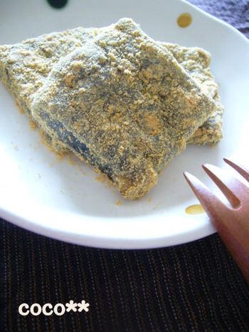 胡麻・クルミ・きな粉。滋味豊かで、栄養豊富。 和菓子の世界は本当に奥深いものです。このわらび餅はオスス メ。子供からお年寄りまで皆が大好きなはず。