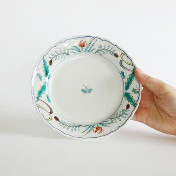 「のどか文和皿」は、野原に遊ぶ蝶が描かれた器。透明感のある青緑を基調としていて、和洋どんなお料理を乗せても絵になります。