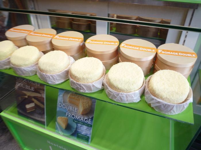 ●ドゥーブルフロマージュ 半生チーズケーキのさきがけなのではないでしょうか。2012年ベストお取り寄せ大賞スイーツ部門金賞になり、一気に知名度が全国区になりました。