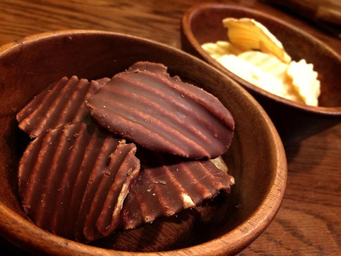 """●ポテトチップチョコレート こちらもス""""甘じょっぱい""""スイーツブームの火付け役ではないでしょうか?甘いチョコレートと塩味のポテトチップの組み合わせがクセになりますね。ついつい止まらなくなってしまう美味しさです。"""