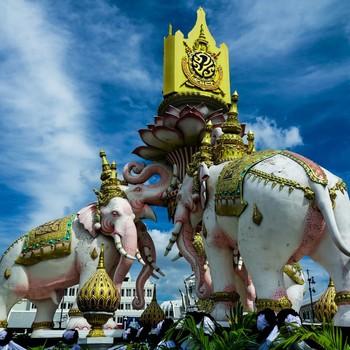 タイ・バンコクのおすすめスポットや食事を中心におでかけ情報をご紹介しました。 冬の時期は雨も少なく、とても旅行しやすい時期です。  日本からも直行便やLCCが多く出航していますので、日程が決まったらすぐ行けるのも嬉しいですね。  (当記事は2016年11月現在の情報で作成しています。)