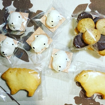 「三月の羊」さんは北海道南部、函館市に隣接する七飯町にあります。もともと東京の西荻窪で営業されていたそうです。ほとんど北海道産の材料を使用した無添加の焼き菓子やパンを店舗や通販などで販売されています。
