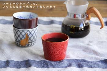 和洋折衷デザインの蕎麦猪口は、コーヒーにも似合います。色んな柄を揃えると、テーブル上も賑やかですね。