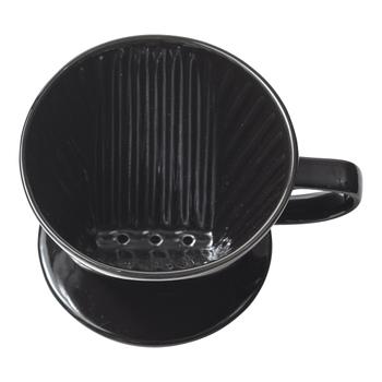 カリタのドリッパーは扇形。そして、抽出は3つ穴になっています。 3つ穴のドリッパーで上手に入れるコツは、細口ケトルでゆっくり安定してお湯を注ぐこと。