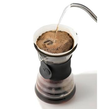 また、お湯を注ぐスピードを変えると、コーヒーの味を変えることができるのも特徴。ドリッパーのミゾが上の部分までついているので、空気の空間ができています。そのため、空気が抜ける道ができるんです。
