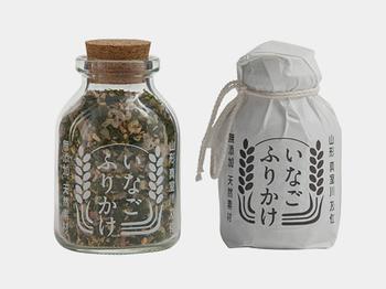 地元で採れた「いなご」を使用し、真室川産の「おから」、庄内日本海産の「藻塩」、真室川の乾燥させた「梅干」など、厳選した素材を合せたふりかけです。
