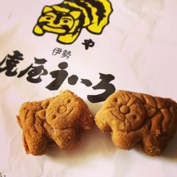 伊勢名物の虎虎焼。袋のデザインもキュートです。蜂蜜風味と伊勢茶風味があります。