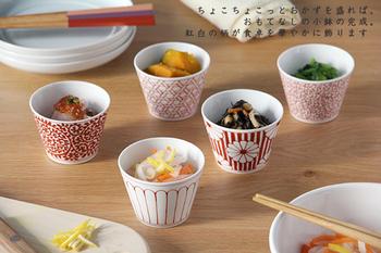 こちらは、不老長寿の菊・繁栄の唐草・魔除けの籠目などをモチーフにした「和文・赤」シリーズ。お祝いの席や贈り物にもおすすめです。