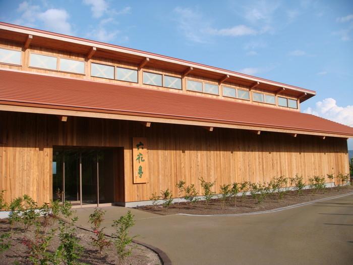 「カンパーナ六花亭」 六花亭の施設はどれも建築が美しく、感覚を満たしてくれるのです。