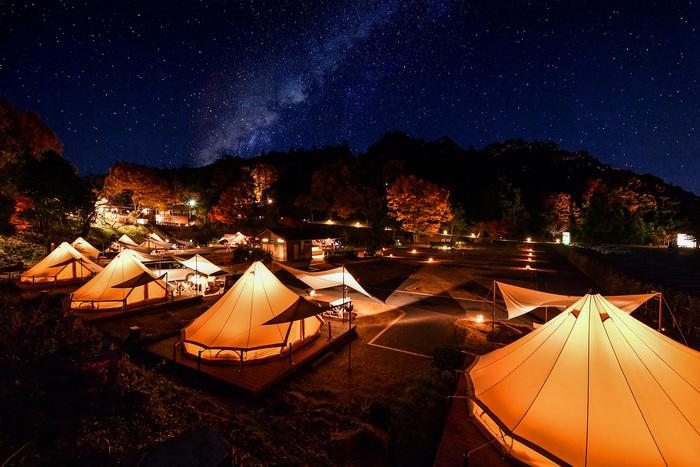 栃木県茂木町、ここはその名の通り森に囲まれた自然の中で星空が楽しめるキャンピング施設です。