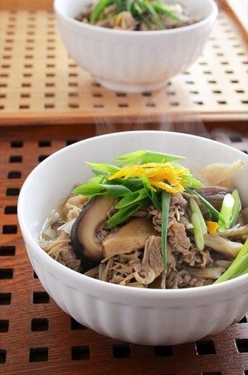 きのこと牛肉のうまみで出汁しっかり、おつゆまで飲み干せるのでお腹からあったまります。