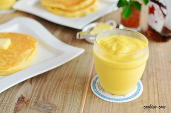 カフェの味の濃厚スムージーをお家で!パンケーキなどにはもちろん、トーストだけの朝食が一気におしゃれにグレードアップしちゃいます。