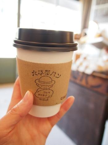 コーヒーやアイスドリンクも販売しているので、朝食や軽めのランチにぴったり。できたてをすぐいただきましょう♪
