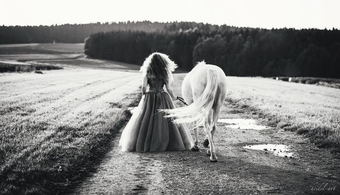 フランス・ギャルが歌うフレンチポップ。軽快なリズムとともに始まり、夢みる15歳の頃、白馬に乗った素敵な王子様がやってきて、恋をしたことを歌っています。舌ったらずのロリータボイスがとっても可愛らしい一曲です♪