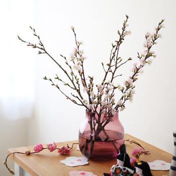 デンマークが誇る製陶メーカーのケーラー社が生み出したガラスの花瓶。全てがハンドメイドで作られています。 美しく優しい色味のガラスが、花の綺麗さをより際立たせます。