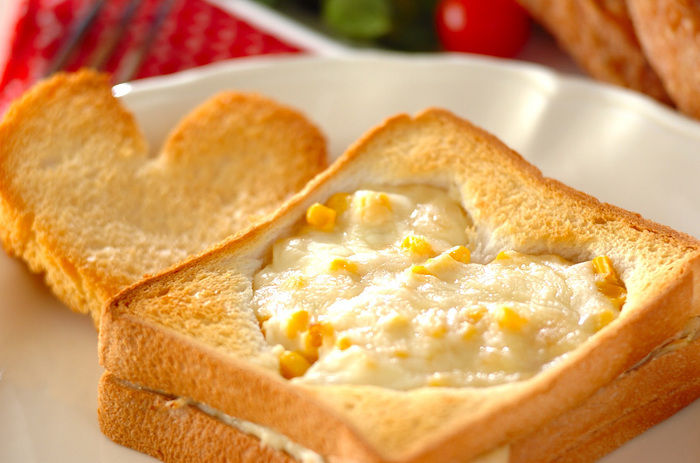パンの焼き加減は、こんがり派orもっちり派!?自分好みにパンを焼きあげて、バターを塗るだけで、十分美味しい朝食やブランチに。だけどせっかくパンを味わうなら、調理器具や生活雑貨を利用してワンランク上のパン生活を楽しんでみませんか?