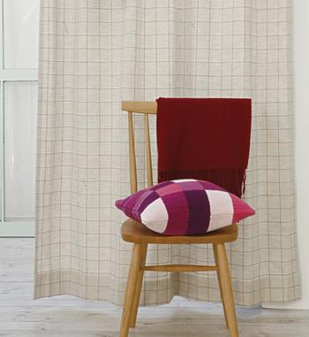 「Windowpen」は穏やかでやさしいカラーリングのリネンのカーテンです。リネン特有のやわらかな風合いで、落ち着いているけどかわいさのあるお部屋にしてくれそうですね。