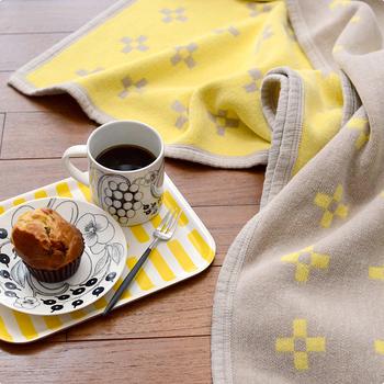 スウェーデンの毛糸メーカー「クリッパン」による、オーガニックコットン100%のブランケット。吸汗性が良いので、寒さ対策だけでなく、夏場の寝具としても利用できます。洗濯機で丸洗いできるのも嬉しい♪