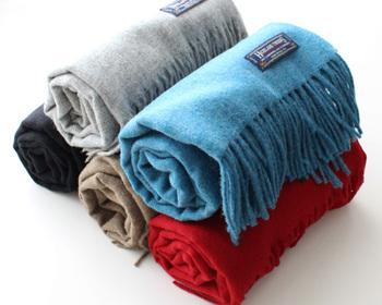 暖かさはもちろん、かわいらしさもプラスしてくれるストールは、冬の定番アイテムの一つです。