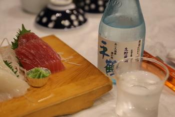 冷酒に冷やに燗にロックと、いろいろな楽しみ方ができる日本酒。シンプルに、刺身を肴に冷酒をいただくのも素敵ですが、せっかくなので、お酒を燗しつつ、ひと手間かけておつまみをつくってみませんか?
