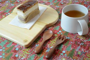 トーストみたいなデザインがキュート♡ヒノキで作られており、まな板やプレート、鍋敷きとしても活用できます。名入れにも対応してくれるので、オンリーワンのトレーをゲットできますよ☆