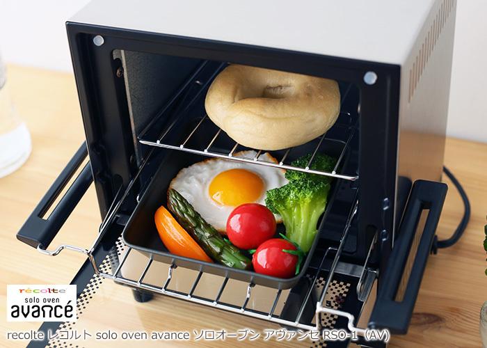 グリルプレートとトレイの2段構造なので、パンを焼きながらおかずも作れちゃいます。パンも野菜もセットして待つだけで朝ごはんの出来上がり♪お料理はラックごと取り外せるので、そのままお皿として使うことも可能です。四角いフォルムも可愛いですね♡
