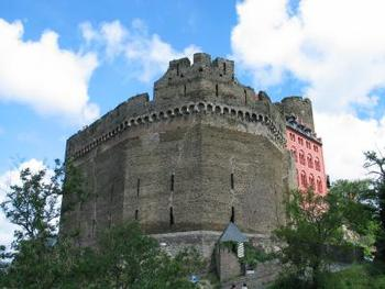 ブルクホテル・アウフ・シェーンブルクは、中世に築かれた城をそのままホテルとして使用している古城ホテルです。