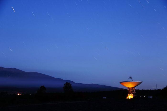 野辺山高原は、「星の聖地」として知られる星の名所。《国立天文台宇宙電波観測所野辺山》が在し、世界中から天文学者が訪れる国際的な電波観測の拠点となっています。