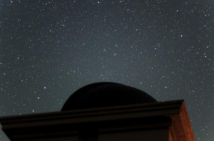 """夜が更け、天文台の明りが消えると、さらに美しい星空が望めます。  《兵庫県立大学西はりま天文台》には日本最大の""""なゆた望遠鏡""""があることで有名。夜間天体観望会が毎日開催されています。(※平日は宿泊の方限定、土・日曜日は日帰り参加も可能)"""