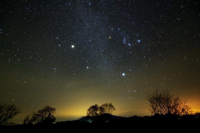 宮崎県北西部の九州山地に位置し、スキー場としても知られる《五ヶ瀬》は、標高も高く、展望も開け、星観望にうってつけの場所です。スキーで訪れるのなら、ぜひ夜の空も堪能しましょう。