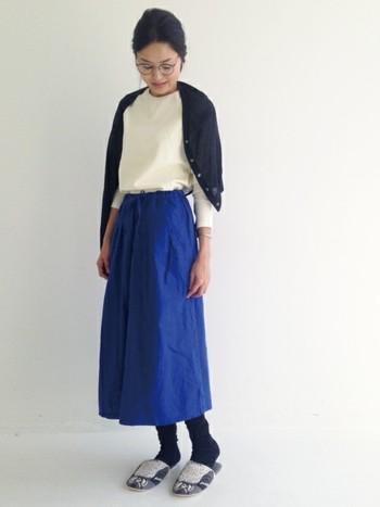 流行のスカートのようでガウチョパンツな「スカーチョ」。 スカートのように足元を気しなくてよく、ピッタリくるパンツスタイルよりも楽チンなアイテムでオシャレな着こなしに活用できます♪