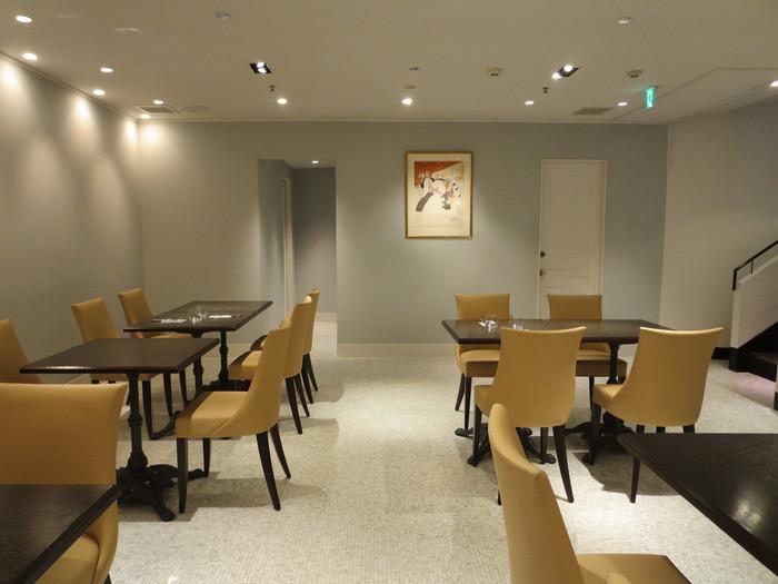 地下1階にあるサロン・ド・テ。こんな優雅な空間で商品や限定メニューが味わえるとは、忙しい日常を忘れられそうですね。