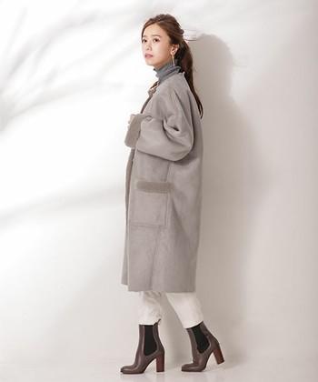 ちょっと大人っぽいロングムートンコートも今年ならではのアイテムですね。寒くなる季節、ロング丈は暖かくお出かけできる優れもの。グレー×グレーのコーデもこなれ感があってGOOD。
