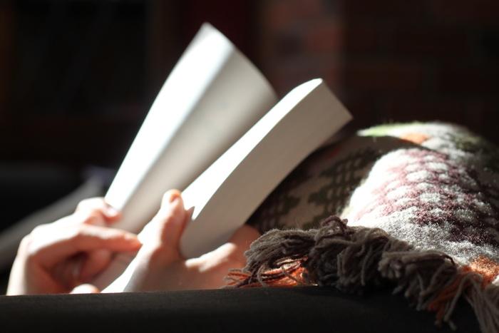自宅のソファーでくつろいだり、寝っ転がって本を読んだり…。 家ではゴロゴロしたいですよね。  シワや着崩れを気にしなくてよい素材でしかもオシャレなおうちファッションを☆